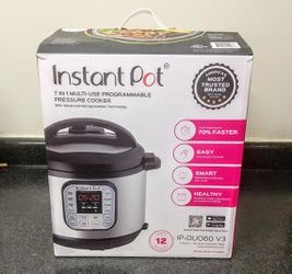 Instant Pot Duo60 With Box for Sale in Durham,  NC