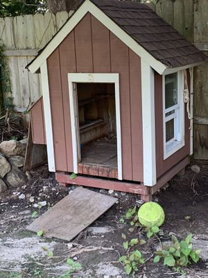 DOG HOUSE CHICKEN COOP WITH HEAT AND POWER for Sale in Trumbull, CT