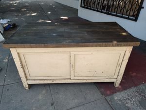 Kitchen island for Sale in Long Beach, CA
