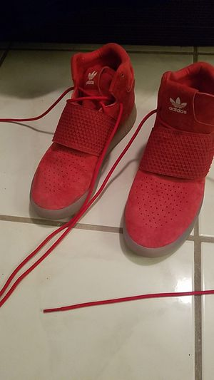 Adidas size 5 red suede for Sale in Miami, FL