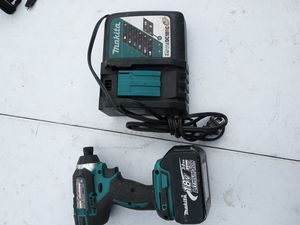 A good drill Makita for Sale in Oakland, CA