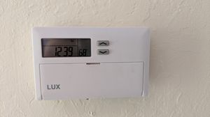 7 day programmable thermostat with filter reminder Lux TX500E for Sale in Concord, CA