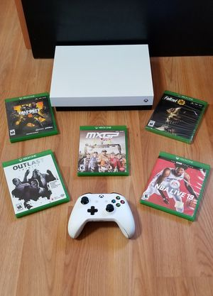 XBOX ONE X ROBOT WHITE ED. + 1 GAME IN PICTURE, PRICE FIRM, NO TRADE, PERFECT CONDITION, READ DESCRIPTION FOR OPTIONS for Sale in Garden Grove, CA