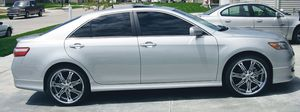 GASOLINE TOYOTA CAMRY CLEAN TITLE for Sale in Gilbert, AZ