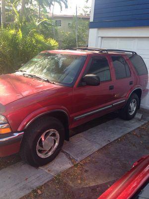 Yr 2000 Chevy blazer for Sale in Miami, FL