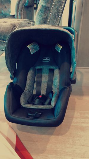 Newborn/Infant car seat with base for Sale in Tacoma, WA