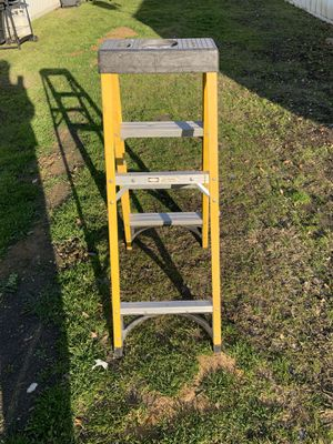 Husky 4ft fiberglass ladder for Sale in Arlington, TX