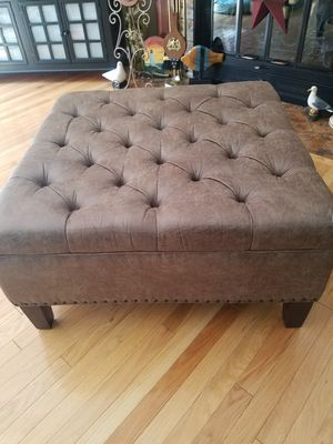 Lindsay cocktail ottoman for Sale in Tullahoma, TN