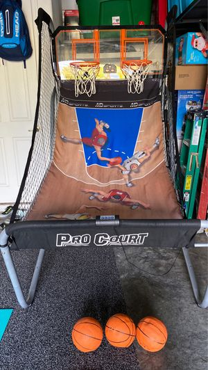 Basketball hoop with balls for Sale in Orlando, FL