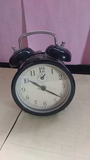Antique alarm clock hand Wind up for Sale in Palatine, IL