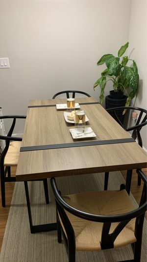 Moving sale: dining room table for Sale in Plainsboro Center, NJ