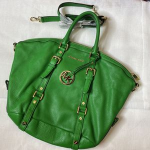 NEVER USED✨ Authentic green leather MICHAEL KORS Bag for Sale in Kissimmee, FL