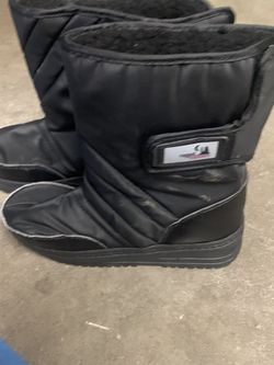 Kids Snow Boots Size 2 for Sale in Salinas,  CA