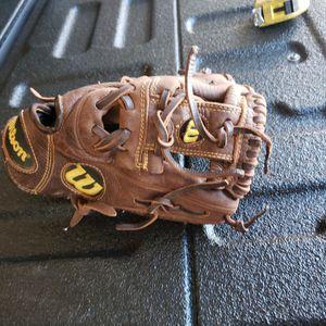 "Wilson A800 11.5"" Youth Baseball Softball Glove Right Hand Throw for Sale in Phoenix, AZ"