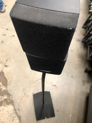 Bose speakers w stand 2 for Sale in Los Angeles, CA