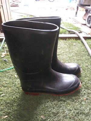 Womens rubber boots sz8 for Sale in San Marcos, TX