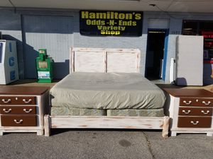 King size bed with mattress and 2 nightstand for Sale in Tupelo, MS
