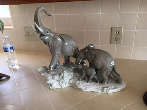 Lladro elephants walking for Sale in La Verne, CA