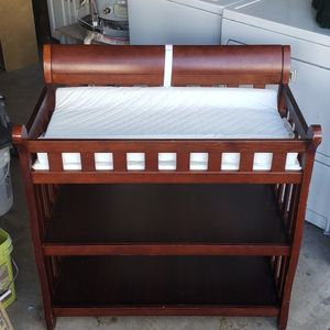 Delta Children Eclipse baby Diapering, Changing Table with 2 bottom shelves, must pick up. for Sale in Las Vegas, NV