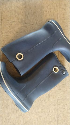Crocs rain boots size 7 but fit more of 6 for Sale in Santa Ana, CA