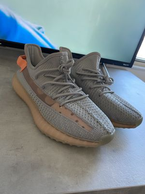 Adiddas Yeezy Tail Light size 9.5 for Sale in The Bronx, NY