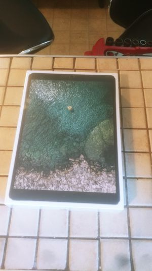 Ipad pro 10.5 for Sale in Madison Heights, VA