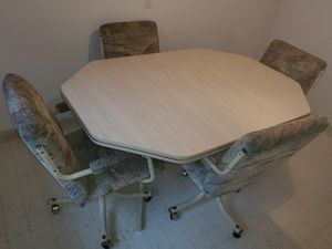Kitchen Table for Sale in MIDDLEBRG HTS, OH