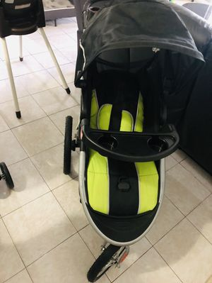 Baby carriage and car seat for Sale in Miami Gardens, FL