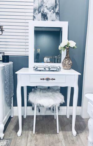 Vanity Set for Sale in Bakersfield, CA