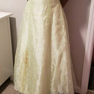 Lime GREEN PRINCESS GOWN size 9 for Sale in Wilmington Manor, DE
