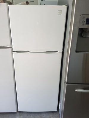 Small refrigerator for Sale in Miami, FL