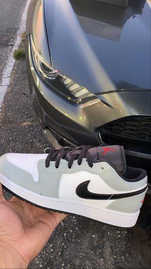 Ds Jordan 1 low light smoke grey size 7y for Sale in Downey, CA