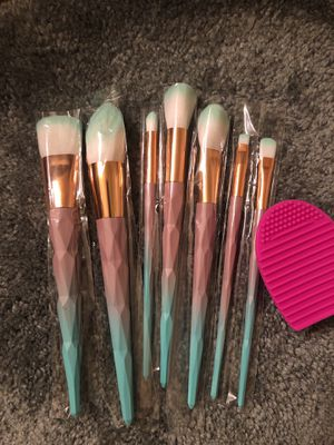Makeup brush set of 7 with cleaner for Sale in Aurora, CO
