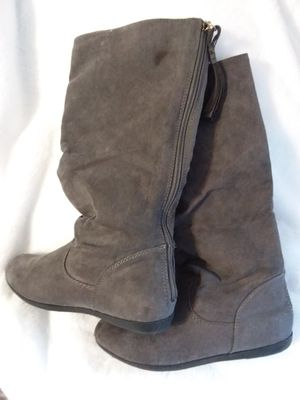 Girl's grey suede boots from kohls for Sale in Louisville, KY