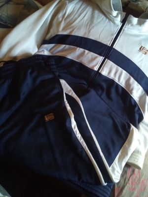 Nike suite 2xl 30$ for Sale in Los Angeles, CA