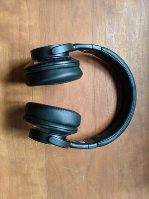 Noise canceling Bluetooth wireless headphones for Sale in Portland, OR