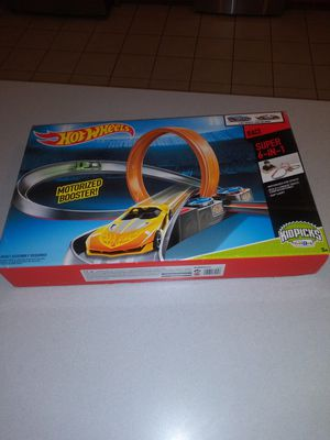 HOT WHEELS MOTORIZED 6 IN 1 360 LOOP RACE TRACK NEW FACTORY SEALED for Sale in Naperville, IL
