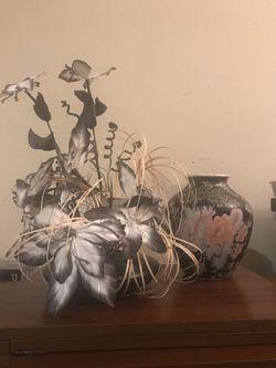 Vintage Floral Arrangement in Vase & Asian Style Vase Decorations Decor for Sale in Poinciana,  FL