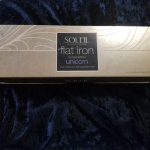 Hair straightener for Sale in Santa Ana, CA