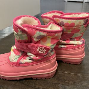 Size 9 Kids Children's Place Snow Boots for Sale in Aldie, VA