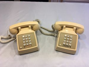 2X AT&T 2500 Desk Phones for Sale in PA, US