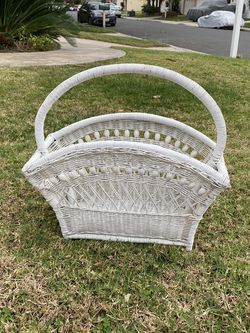 Vintage Wicker /Rattan Boho Magazine Rack for Sale in Carlsbad,  CA