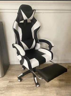 White Gaming and or Computer chair- New and Assembled for Sale in Los Angeles, CA