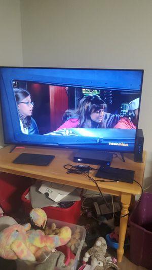 Vizio 60 inch smart TV no remote for Sale in Phoenix, AZ