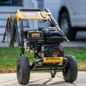 3600 PSI at 2.5 GPM HONDA GX200 with AAA Triplex Pump Cold Water Professional Gas Pressure Washer for Sale in Oklahoma City, OK