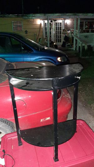 End table used condition but still in good shape for Sale in Haysville, KS