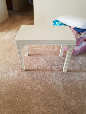 Small table for Sale in Peoria, IL