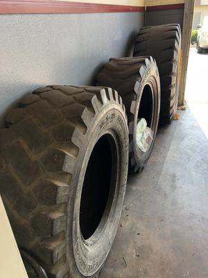 3 big work out tires for Sale in El Cajon, CA