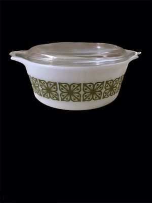 Pyrex Covered Serving Bowl for Sale in Virginia Beach, VA