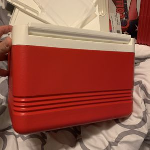 Igloo Legend 6-can Lunch Cooler for Sale in Phoenix, AZ
